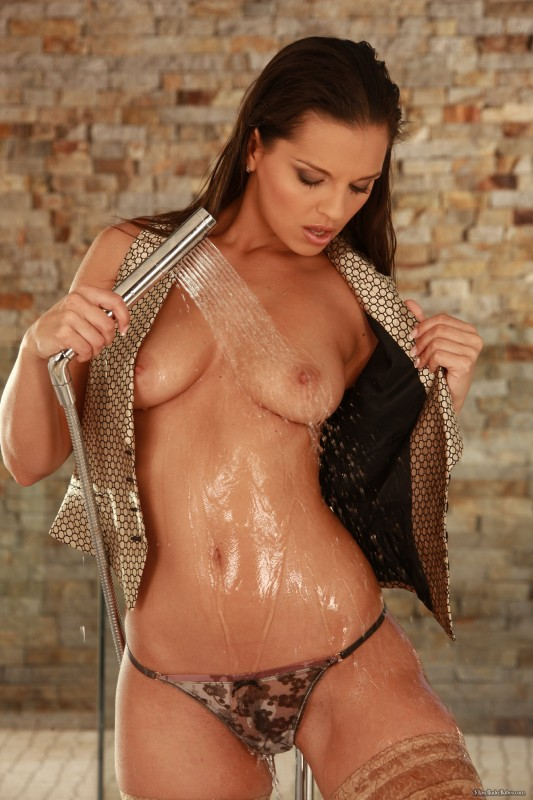 flips nude babes